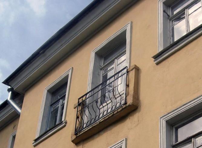 Декоративный французский балкон