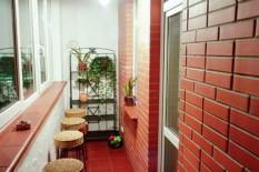 Барная стойка на маленьком балконе
