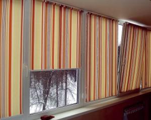 Шторы на балконных окнах