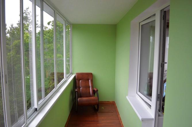 Отделанный гипсокартоном балкон