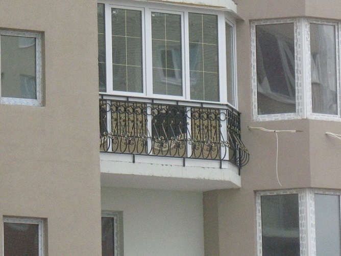 Угловой французский балкон
