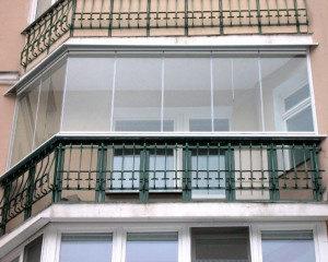 Безрамное застекление балкона