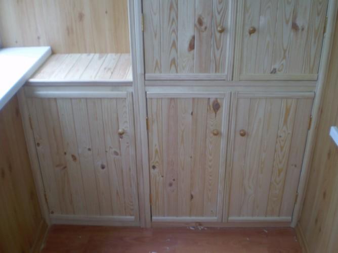 Шкаф из вагонки на лоджии