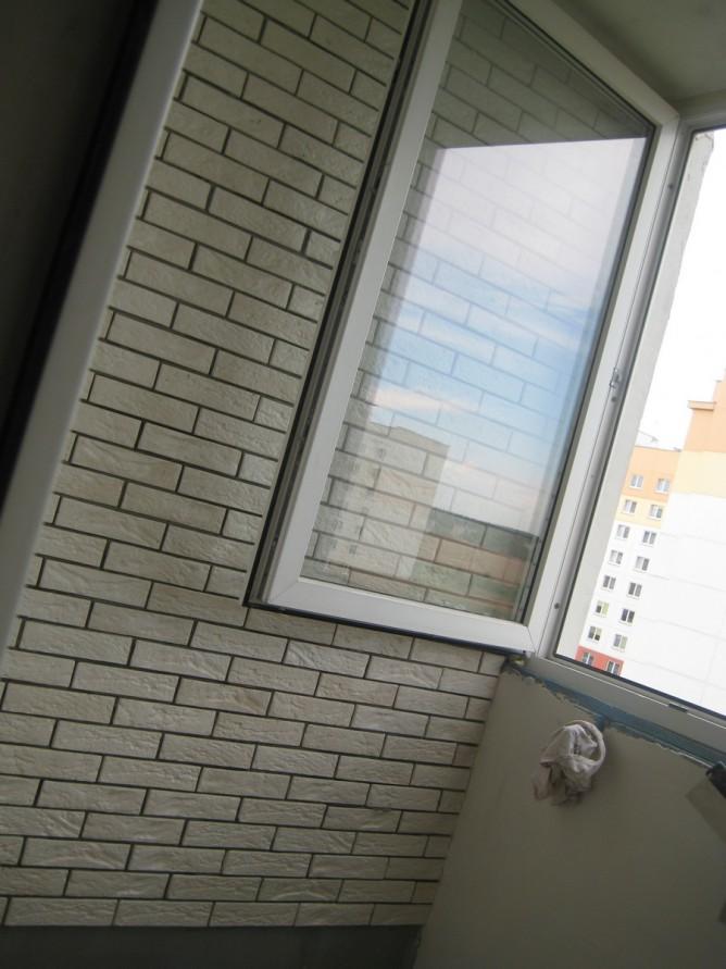 Оклеенный балкон