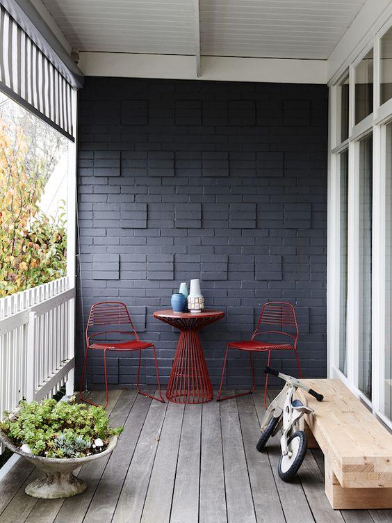 как покрасить кирпичную стену на балконе фото дюранс