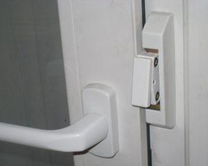 Защелка на дверь