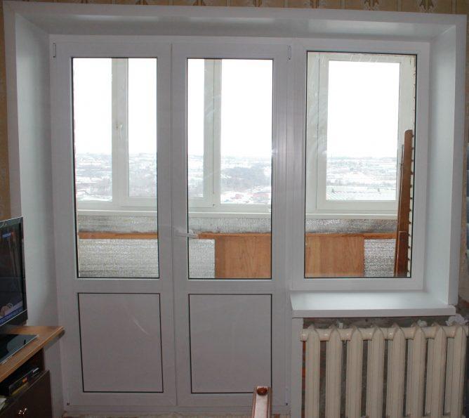 Двустворчатая дверь на балкон