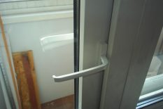 Закрытая балконная дверь