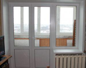 Двустворчатые двери на балкон