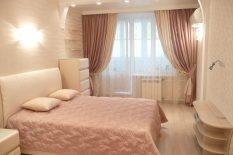 Элегантная спальня с балконом