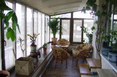 Небольшой зимний сад на балконе