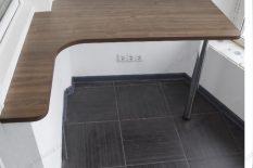 Самодельный стол на лоджии